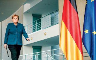 Στην τηλεδιάσκεψη της περασμένης Πέμπτης η Γερμανίδα καγκελάριος Αγκελα Μέρκελ υιοθέτησε τη σκληρή στάση που κρατάει συνήθως το Βερολίνο. Ηταν εμφανώς πιο αρνητική σε σύγκριση με την τηλεδιάσκεψη της περασμένης εβδομάδας, ενώ αναφέρθηκε σε μη ρεαλιστικές προσδοκίες όσον αφορά την έκδοση ευρωομολόγου. Μετά το τέλος της τηλεδιάσκεψης δήλωσε ότι «ο ESM είναι το σωστό εργαλείο» για τη διαχείριση της κρίσης. Μαζί της συντάχθηκε ο Ολλανδός πρωθυπουργός Μαρκ Ρούτε, ο οποίος τόνισε ότι δεν μπορεί να δει «οποιαδήποτε συνθήκη υπό την οποία η Ολλανδία θα αποδεχόταν τα ευρωομόλογα».