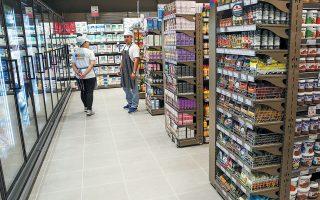Η υπερίσχυση των προϊόντων καθαρισμού σπιτιού και αντισηπτικών στο «καλάθι της νοικοκυράς», προϊόντα παραδοσιακά ακριβότερα από τα «φρέσκα», καθώς και η αγορά μεγάλων ποσοτήτων, ανεβάζουν τη μέση αξία της απόδειξης των αγορών που πραγματοποιούν οι καταναλωτές ακόμη και κατά 12 ευρώ.