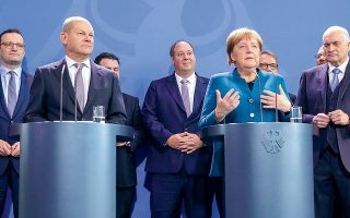 Η καγκελάριος Μέρκελ και ο υπουργός Οικονομικών Ολαφ Σολτς ανακοίνωσαν δέσμη μέτρων ύψους 460 δισ. ευρώ, και πλέον το Βερολίνο σκέπτεται σοβαρά να αναστείλει προσωρινά το λεγόμενο «φρένο χρέους» που έχει ενσωματωθεί στο σύνταγμα της Γερμανίας ώστε να επιβάλει τη δημοσιονομική πειθαρχία.