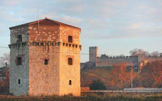 O πύργος Νεμπόιζα στο Βελιγράδι, στον οποίο φυλακίστηκαν για περίπου ένα μήνα και στη συνέχεια στραγγαλίστηκαν, στις 24 Ιουνίου 1798, ο Ρήγας Βελενστινλής μαζί με επτά ακόμη συντρόφους του.