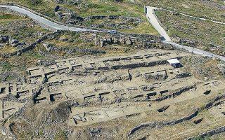 Στη θέση Διακόφτης αποκαλύφθηκαν τα κατάλοιπα του πρώτου Πρωτοκυκλαδικού ΙΙ (2.800-2.300 π.Χ.) οικισμού που εντοπίζεται στη Μύκονο.