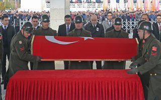 epa08261941 Turkish soldiers carry the coffin of Turkish soldier Halil Cankaya, who died in an airstrike in the Syrian town of Idlib, during his funeral ceremony in Ankara, Turkey, 01 March 2020. The Turkish government announced its decision to no longer stop refugees from reaching Europe, after 33 Turkish soldiers were killed in Idlib, Syria on 27 February  EPA/STRINGER