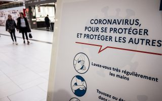 epa08275021 A sign informs about the basic protective measures against the coronavirus at the Auchan supermarket in Creil, Oise region, north of Paris, France, 06 March 2020. More than 570 Covid-19 cases have been officially reported in France. Nine people have died. French authorities are getting ready for the third stage of the coronavirus outbreak.  EPA/CHRISTOPHE PETIT TESSON