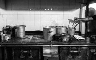 Στην κουζίνα του «Αθήναιον» (Φωτογραφία: Δημήτρης Βλάικος)