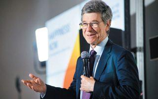 «Πρέπει να υπάρξει έκτακτη σύγκληση του G20», λέει ο Αμερικανός οικονομολόγος και καθηγητής Βιώσιμης Ανάπτυξης στο Πανεπιστήμιο Κολούμπια της Νέας Υόρκης, Τζέφρι Σακς. Θεωρεί τη γενική ακινητοποίηση (lockdown) σχεδόν αναπόφευκτη, όσες παρενέργειες και αν προκαλεί στην οικονομία.