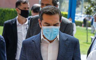 Ο Αλ. Τσίπρας επισκέφθηκε το «Αττικόν» φορώντας προστατευτική μάσκα.