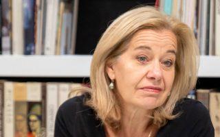«Είμαι πολύ εντυπωσιασμένη από τον τρόπο με τον οποίο η ελληνική κυβέρνηση χειρίστηκε την κρίση μέχρι τώρα», λέει η πρέσβειρα της Ολλανδίας στην Ελλάδα, Στέλλα Ρόνερ-Γκρούμπασιτς.