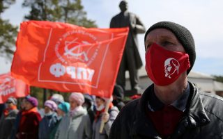 A supporter of the Russian Communist Party wearing a protective face mask attends a ceremony to unveil a monument to Soviet state founder Vladimir Lenin marking the 150th anniversary of his birth, amid the coronavirus disease (COVID-19) outbreak, in the town of Sayansk in Irkutsk region, Russia April 22, 2020. REUTERS/Evgeny Kozyrev