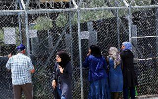 Σύμφωνα με δημοσίευμα, πράκτορες της ΜΙΤ πραγματοποίησαν επιχειρήσεις για να συγκεντρώσουν στοιχεία οπαδών του Γκιουλέν που έμεναν σε κέντρα υποδοχής προσφύγων στην Ελλάδα. Ωστόσο, κυβερνητικοί αξιωματούχοι παρατηρούν ότι οι Τούρκοι αιτούντες άσυλο δεν κρατούνταν σε ΚΥΤ, όπως συμβαίνει με τους υπόλοιπους μετανάστες.