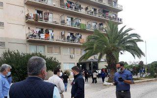 Στο ξενοδοχείο Galaxy στο Πόρτο Χέλι στεγάζεται δομή αιτούντων άσυλο, κυρίως Σομαλών. Και οι 150 που βρέθηκαν να φέρουν τον ιό είναι ασυμπτωματικοί.