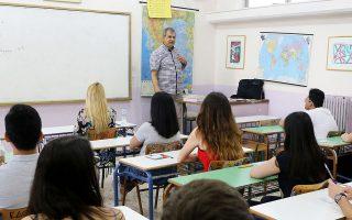 Στο γυμνάσιο αυξάνονται από 4 σε 7 τα γραπτώς εξεταζόμενα μαθήματα, ενώ σε Β΄ και Γ΄ Λυκείου αυξάνονται κατά ένα.