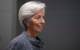 H πρόεδρος της Ευρωπαϊκής Κεντρικής Τράπεζας Κριστίν Λαγκάρντ προειδοποίησε χθες τους ηγέτες των «27» ότι ενδέχεται το ΑΕΠ της Ε.Ε. να βυθιστεί κατά 15% το 2020.