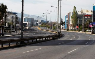 Άδειοι από κίνηση οι κεντρικοί δρόμοι της Αθήνας μετά από τα αυστηρά μέτρα για τις μετακινήσεις που αποφασίστηκαν από την Πολιτική Προστασία για την αντιμετώπιση της μετάδοσης του COVID 19, Κυριακή του Πάσχα 19 Απριλίου  2020. ΑΠΕ- ΜΠΕ/ΑΠΕ- ΜΠΕ/ΑΛΕΞΑΝΔΡΟΣ ΒΛΑΧΟΣ