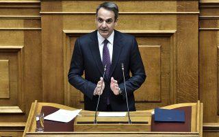 Ο πρωθυπουργός Κυριάκος Μητσοτάκης κατά τη συζήτηση της Πέμπτης στη Βουλή για την κύρωση της πράξης νομοθετικού περιεχομένου για τα υγειονομικά μέτρα της κυβέρνησης. Η επιστροφή στην κανονικότητα θα γίνει σταδιακά και όταν το επιτρέψει η εξέλιξη της νόσου, τόνισε. INTIME NEWS / ΓΙΩΡΓΟΣ ΖΑΧΟΣ