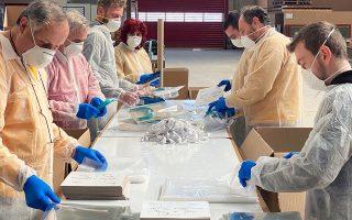 Η Tetraform, μια μικρή επιχείρηση στο Κιλκίς, αντιλαμβανόμενη τη ζήτηση για πλαστικές προσωπίδες που χρησιμοποιεί κυρίως το ιατρικό και νοσηλευτικό προσωπικό στην περίοδο της πανδημίας, ξεκίνησε σε μεγάλη κλίμακα την παραγωγή τους και σήμερα τροφοδοτεί όχι μόνο τα ελληνικά νοσοκομεία, αλλά εξάγει στη Γερμανία, στην Κύπρο και στη Σερβία.