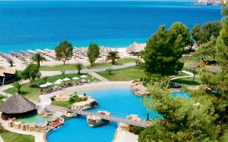 Οι ξενοδόχoι, σε συνεργασία με τις ελληνικές υγειονομικές αρχές και την κυβέρνηση, σχεδιάζουν το μοντέλο επανεκκίνησης του τουρισμού.