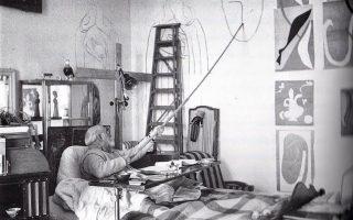 Ο Ανρί Ματίς, καθηλωμένος σχεδίασε το παρεκκλήσι του Ροζαρίου στη γαλλική Βανς, το 1949.