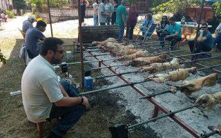 Εικόνες σαν αυτή δεν πρέπει να δούμε φέτος σε κανένα σημείο της Ελλάδας. Οσοι ετοιμάζουν «αντάρτικο σούβλας» ας το ξανασκεφθούν.