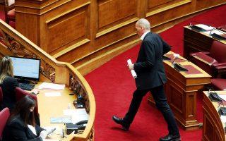 Ο γραμματέας του ΜέΡΑ25 Γιάνης Βαρουφάκης ανεβαίνει στο βήμα για να μιλήσει στη μόνη συζήτηση και ψήφιση επί της αρχής, των άρθρων και του συνόλου του σχεδίου νόμου του Υπουργείου Υγείας: «Κύρωση  της από 20.3.2020 Π.Ν.Π.