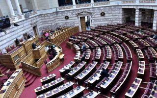 sti-voyli-paei-o-al-tsipras-to-voucher-ton-600-eyro-2374157