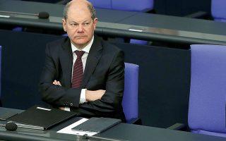 Σχετικά με τον ESM –το εργαλείο που θεωρεί το Bερολίνο πιο κατάλληλο για τη διαχείριση της κρίσης–, η γερμανική κυβέρνηση είναι διατεθειμένη να δείξει ευελιξία για τους όρους. «Δεν χρειάζεται τρόικα» για την επιτήρηση της πιστωτικής γραμμής, δήλωσε την Πέμπτη στο γερμανικό τηλεοπτικό δίκτυο ARD ο Γερμανός υπουργός Οικονομικών Ολαφ Σολτς, σηματοδοτώντας σύγκλιση με τη γαλλική γραμμή. ΑΠΕ