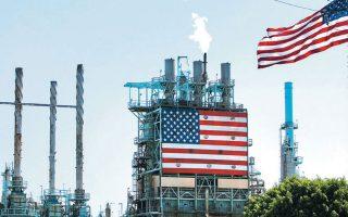 Αιτία της κακοδαιμονίας στις αμερικανικές βιομηχανίες σχιστολιθικού πετρελαίου είναι η ραγδαία πτώση των τιμών του πετρελαίου, καθώς οι εταιρείες του κλάδου έχουν υψηλό λειτουργικό κόστος και δεν είναι βιώσιμες όταν το πετρέλαιο πέφτει κάτω από τα 50 δολάρια το βαρέλι. REUTERS