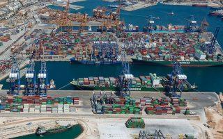 Tα μέτρα της κυβέρνησης, σε συνδυασμό με την επιλογή της Cosco Shipping να διατηρήσει σε πλήρη επιχειρησιακή δυναμικότητα τους τερματικούς σταθμούς εμπορευματοκιβωτίων του Πειραιά, ενίσχυσαν την ανταγωνιστικότητα του λιμανιού.