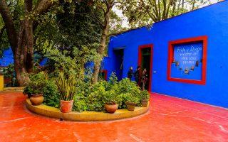 online-periigisi-stin-casa-azul-to-thryliko-mple-spiti-tis-frinta-kalo0