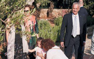 Ο Νίκος Τριβουλίδης στο σπίτι του Πάτρικ Λι Φέρμορ, στη Μάνη.
