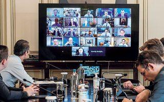 Ο πρωθυπουργός Κυρ. Μητσοτάκης, κατά τη χθεσινή συνεδρίαση διά τηλεδιασκέψεως του υπουργικού συμβουλίου, χαρακτήρισε την πανδημία του κορωνοϊού μια «εξαιρετικά σύνθετη κρίση που έχει χαρακτηριστικά όχι μόνον ιατρικά, αλλά και οικονομικά και κοινωνικά».