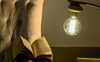 Ιστορία, πεζογραφία, ποίηση, αστυνομικά μυθιστορήματα, κλασικοί και σύγχρονοι συγγραφείς, Ελληνες και ξένοι, στα διαβάσματα της καραντίνας.