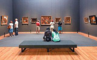 Τα περισσότερα ευρωπαϊκά μουσεία δηλώνουν απώλεια εσόδων από τα εισιτήρια, τα πωλητήρια, τα καφέ και άλλες υπηρεσίες. Παράλληλα, όμως, έχει εκτιναχθεί η διαδικτυακή επισκεψιμότητά τους.