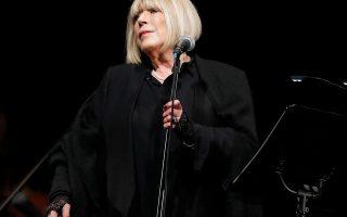 Η Βρετανίδα τραγουδίστρια Μαριάν Φέιθφουλ νοσηλεύεται σε νοσοκομείο του Λονδίνου εξαιτίας του κορωνοϊού.