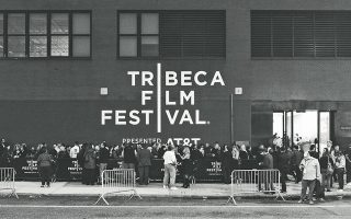 Το δραστήριο φεστιβάλ της Τραϊμπέκα στη Νέα Υόρκη τέθηκε επικεφαλής της πρωτοβουλίας μετά την οριστική αναβολή του, λόγω της πανδημίας.