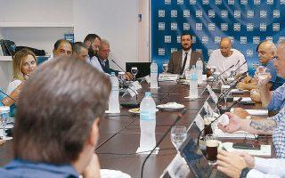 Στη χθεσινή τηλεδιάσκεψη, οι ομάδες που ήθελαν οριστική διακοπή «εδώ και τώρα» συμφώνησαν στην παράταση αναστολής, με τον μεγαλομέτοχο του Παναθηναϊκού, Γ. Αλαφούζο, να προτείνει τη διακοπή του πρωταθλήματος χωρίς να πραγματοποιηθούν οι αγώνες κατάταξης.