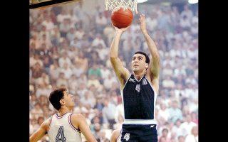 Ο Νίκος Γκάλης έδωσε προς δημοπρασία μια ρεπλίκα φανέλα από το «Ευρωμπάσκετ '87» με την υπογραφή του, με τις προσφορές να έχουν ξεπεράσει τα 1.700 ευρώ.