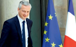 «Δεν πρέπει να μας γίνει εμμονή η λέξη ευρωομόλογα», τόνισε ο υπουργός Οικονομικών της Γαλλίας κ. Λε Μερ, προσθέτοντας ότι αυτό που έχουμε ανάγκη είναι ένα ισχυρό εργαλείο που θα μας παρέχει την οικονομική ανάκαμψη.