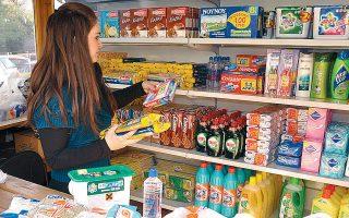 Στις πρώτες θέσεις των πωλήσεων στα σούπερ μάρκετ παραμένουν τα παραφαρμακευτικά, τα συμπληρώματα διατροφής, τα αντισηπτικά μαντιλάκια και τα πλαστικά γάντια.