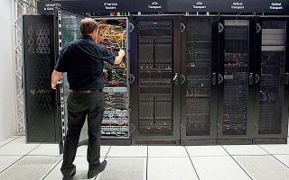 Η ένωση επιχειρήσεων λειτουργίας κέντρων δεδομένων (EUDCA) ζητεί να αντιμετωπίζουν τα κράτη τις υποδομές υποστήριξης της λειτουργίας του Διαδικτύου, των υπηρεσιών υπολογιστικού νέφους και άλλων πληροφοριακών συστημάτων ως απαραίτητες εθνικές υποδομές.