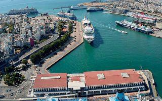 Η επέκταση του επιβατηγού λιμένα Πειραιά προβλέπει τη δημιουργία δύο θέσεων για πρόσδεση μεγάλων κρουαζιερόπλοιων νέας γενιάς, μήκους μεγαλύτερου των 280 μέτρων και δυναμικότητας 2.500 επιβατών.