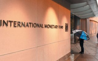 Το ΔΝΤ έχει στο οπλοστάσιό του 1 τρισ. δολ. για τη διεθνή οικονομία και επιμέρους κονδύλια και προγράμματα ελάφρυνσης χρέους για τις φτωχές χώρες  σε Αφρική, Ασία και Λατινική Αμερική. Μέχρι στιγμής, στο Ταμείο έχουν προστρέξει περισσότερες από 90 χώρες για να ζητήσουν οικονομική ενίσχυση.