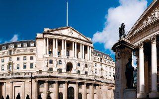 Αρχικά η Τράπεζα της Αγγλίας τάχθηκε κατά της απευθείας χρηματοδότησης της κυβέρνησης. Επέμειναν, ωστόσο, τα στελέχη του υπουργείου Οικονομικών, καθώς θεώρησαν ότι πρέπει να έχουν διασφαλίσει χρηματοδότηση από την κεντρική τράπεζα.