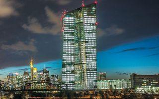 Ηδη η ΕΚΤ βοηθάει την Ιταλία αγοράζοντας μαζικά ιταλικά ομόλογα ώστε να κρατάει χαμηλά τις αποδόσεις τους.
