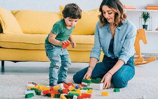 To τελευταίο διάστημα αυξάνονται οι πωλήσεις και στα τουβλάκια της Lego. Μάλιστα, όπως δείχνουν οι πωλήσεις στη Βρετανία, οι καταναλωτές αγοράζουν πιο σύνθετα κομμάτια της εταιρείας.
