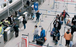 Η ΙΑΤΑ έχει ξεκινήσει τις επαφές με κυβερνήσεις για τις αναγκαίες προϋποθέσεις ώστε να αρχίσουν και πάλι να πετούν τα αεροπλάνα. Μεταξύ άλλων, θα εξετασθούν οι αποστάσεις που θα πρέπει να τηρούν επιβάτες και πλήρωμα, άλλα μέτρα ασφαλείας και έλεγχοι της υγείας των επιβατών.