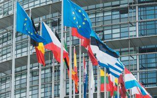 Η Ευρωπαϊκή Επιτροπή αναμένεται να ολοκληρώσει το σχετικό σχέδιο την ερχόμενη εβδομάδα – γεγονός που σημαίνει ότι η αυριανή τηλεδιάσκεψη του Ευρωπαϊκού Συμβουλίου θα αποτελεί ακόμη ένα βήμα και πως η ώρα της απόφασης απέχει ακόμα, ίσως και κάποιες επιπλέον εβδομάδες.