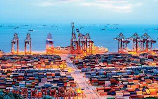 Σχεδόν όλες οι περιοχές θα δουν να μειώνονται οι εμπορικές συναλλαγές κατά διψήφια ποσοστά μέσα στο τρέχον έτος, αλλά το χειρότερο πλήγμα θα δεχθούν οι εξαγωγές της Βόρειας Αμερικής και της Ασίας.