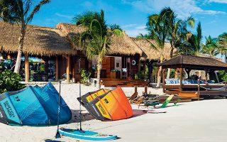 To νησί Νέκερ στην Καραϊβική, του οποίου η αξία ξεπερνάει τα 100 εκατ. ευρώ, αγόρασε ο Μπράνσον σε ηλικία 29 ετών και πλέον δεν φιλοξενεί απλώς ένα πολυτελές οικιστικό συγκρότημα, αλλά μία επιχειρηματική τουριστική δραστηριότητα όπου απασχολούνται 175 εργαζόμενοι.