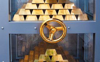 Στην Αυστραλία, η μεγαλύτερη βιομηχανία επεξεργασίας του πολύτιμου μετάλλου, Perth Mint, έχει επιταχύνει την παραγωγή ράβδων χρυσού ενός κιλού για να καλύψει τη ζήτηση στη Νέα Υόρκη.