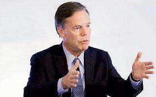 O Nίκολας Μπερνς, πρέσβης των ΗΠΑ στην Αθήνα μεταξύ 1997 και 2001, είναι σήμερα καθηγητής Διπλωματίας και Διεθνών Σχέσεων στη Σχολή Κένεντι του Πανεπιστημίου Χάρβαρντ και σύμβουλος στην εκστρατεία του Τζο Μπάιντεν για τον Λευκό Οίκο.